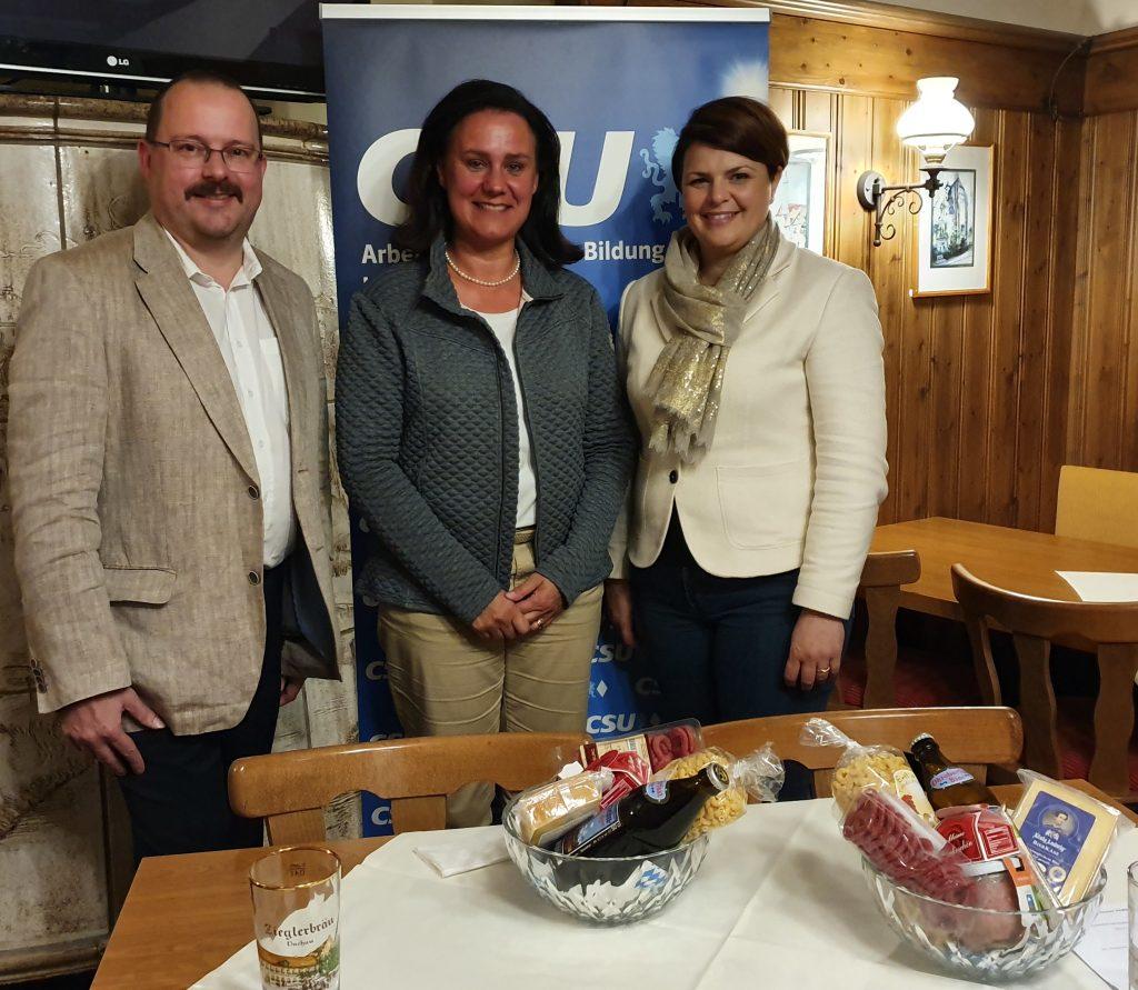 AKS Kreisvorsitzender Michael Niedermair, Dr. Ute Eiling-Hütig, MdL und Katrin Staffler, MdB